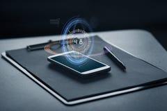 Smartphone, skrivplatta och penna Fotografering för Bildbyråer