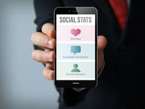 smartphone social d'homme d'affaires de stat Photos stock
