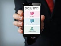 smartphone social do homem de negócios do stats Fotos de Stock