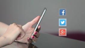 Smartphone social dos ícones das redes video estoque