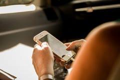 smartphone starsza kobieta Zdjęcia Stock