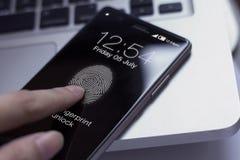 Smartphone tocante do dedo para destravar a tela foto de stock royalty free