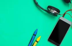 Smartphone und Kopfhörergeschäftskonzept Lizenzfreies Stockbild