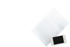 Smartphone und Papier wird auf transparentem lokalisiert stockfotos