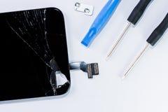 Smartphone uszkadzał i potrzeba naprawiać która wytłacza wzory smartphone obrazy royalty free