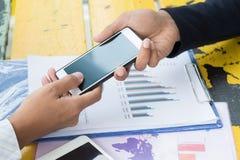Smartphone van de bedrijfsmensenaanraking Stock Afbeelding