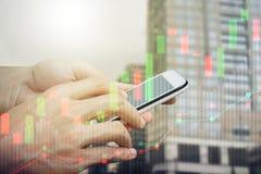 Smartphone van het handgebruik handel Royalty-vrije Stock Foto
