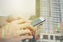 Smartphone van het handgebruik handel Royalty-vrije Stock Foto's