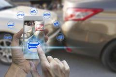 Smartphone van het handgebruik met de pictogrammen van de autoeis royalty-vrije stock foto