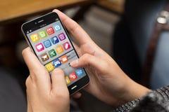 Smartphone van het straatmeisje Stock Afbeeldingen