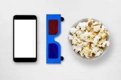 Smartphone, vetri dell'anaglifo 3d e popcorn Fotografia Stock