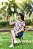 Smartphone visuel d'appel de femme Image stock