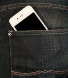 Smartphone w kieszeni cajgi Zdjęcie Royalty Free