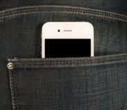 Smartphone w kieszeni cajgi Zdjęcia Royalty Free
