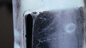 Smartphone wird im Eis eingefroren stock video footage