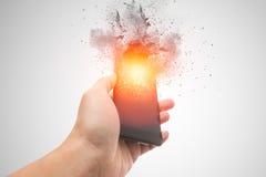 Smartphone wybuch, powiększenie telefonu komórkowego bateria fotografia stock
