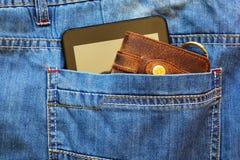 Smartphone y cartera imagenes de archivo
