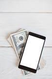 Smartphone y cientos billetes de dólar, maqueta Fotos de archivo libres de regalías