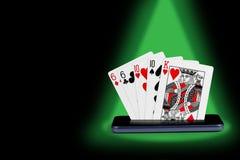 smartphone z grzebak kartami, karcianej gry kopii pary sztandaru kr?lewskiego sekwensu online kasynowa ilustracja zdjęcie stock