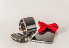 Smartphone z smartwatch i samochodu kluczem, wyłączny czarny set, whi Zdjęcia Royalty Free