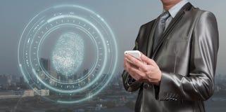 Smartphoneaftasten van het zakenmangebruik voor vingerafdrukken, nieuwe generatio royalty-vrije stock foto's