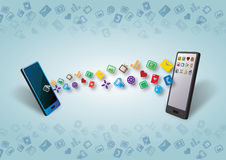 Smartphones dati di Cellulars e trasferimento del soddisfare Fotografie Stock