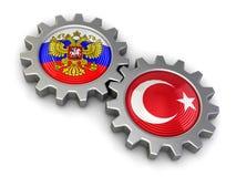 Smartphones dello schermo attivabile al tatto (percorso di ritaglio incluso) russi e bandiere turche sull'ingranaggi (percorso di Fotografia Stock Libera da Diritti