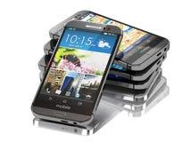 Smartphones eller mobiltelefoner på vit bakgrund Royaltyfri Foto
