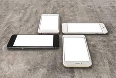 Smartphonesgold, stieg, Silber und Schwarzes mit leerem Bildschirm Stockfotos
