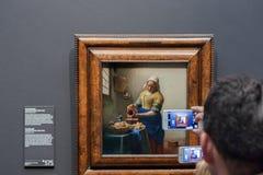 Smartphonographers dans le Rijksmuseum image libre de droits
