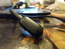 Smartwatch充电从手提电脑 图库摄影
