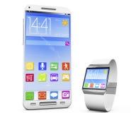 Smartwatch y un smartphone Fotografía de archivo libre de regalías