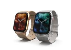 2 smartwatches - Jabłczany zegarek 4 złoto i srebro, na bielu obraz stock
