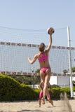 smash Das Frauenspringen Volleyball Stockbild