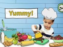 Smaskig läcker kock Concept för liten unge för matlagning fotografering för bildbyråer
