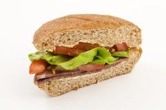 smaskig nötköttsalladsmörgås Arkivbilder