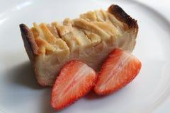 Smaskiga citronpäron-kaka jordgubbar Arkivfoto