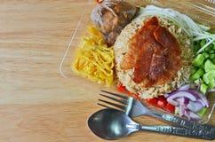 Smaskiga ris som är blandade med räkadeg i stordia, boxas arkivbild