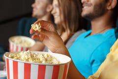 Smaskigt popcorn royaltyfri foto