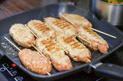 Smaży mięso Fotografia Royalty Free