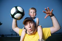 smazza il calcio di gioco del calcio Fotografie Stock Libere da Diritti