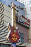 Símbolo de Hard Rock Cafe en Varsovia Imagen de archivo libre de regalías
