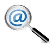 Símbolo de Internet en una lupa Fotografía de archivo libre de regalías