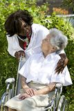 Símbolo de la comodidad y de la ayuda de un donante de cuidado al mayor Foto de archivo