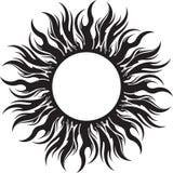 Símbolo decorativo do sol do preto do vetor com raios longos Imagens de Stock