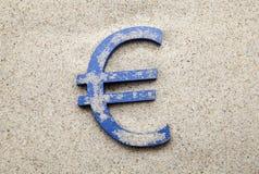 Símbolo euro en la arena Foto de archivo libre de regalías