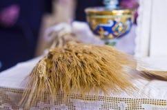 Símbolos de la religión: pan y vino Imagen de archivo libre de regalías