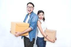 SME, freelance kobieta lub azjatykci mężczyzna pracuje z pudełkiem i Fotografia Royalty Free