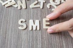 Sme-Wort von hölzernen Alphabetbuchstaben Geschäft und Idee stockfoto