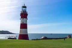 Smeatons r?d och vit fyr f?r torn, i Plymouth, Storbritannien, Maj 3, 2018 arkivbilder